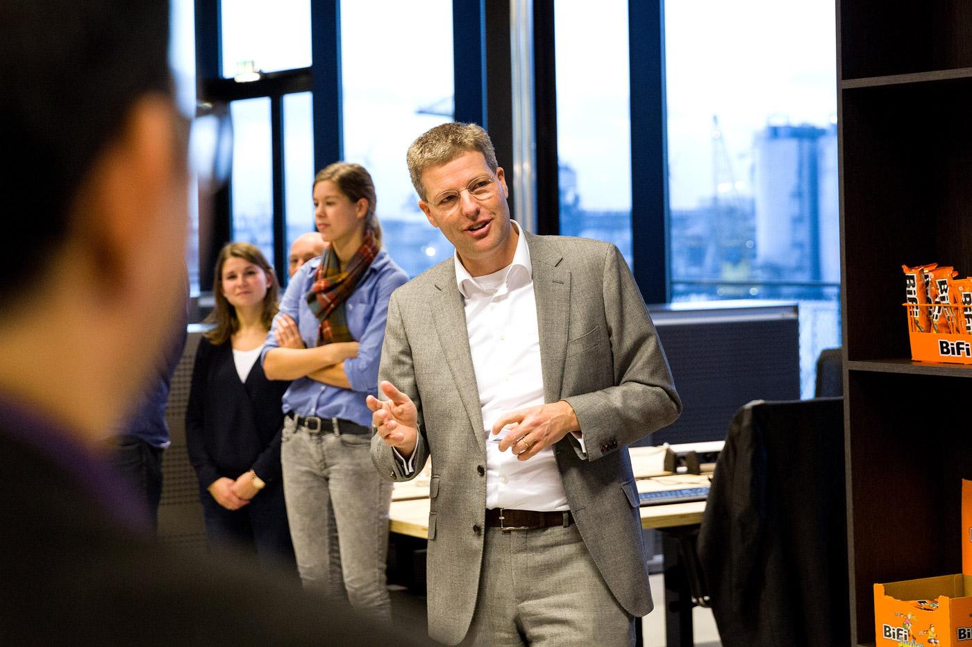 jacklinks-bifi-peperami-amsterdam-feest-receptie-hoofdkantoor-opening-baas-toespraak