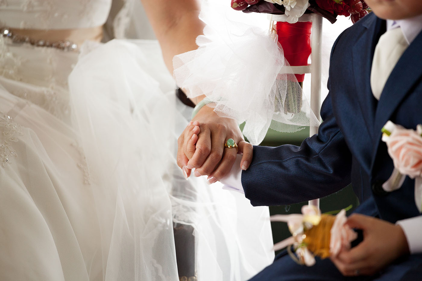 bruiloft-wedding-trouwen-fotograaf-chinees-bobhersbach-rotterdam-feest-dansen-holdinghands