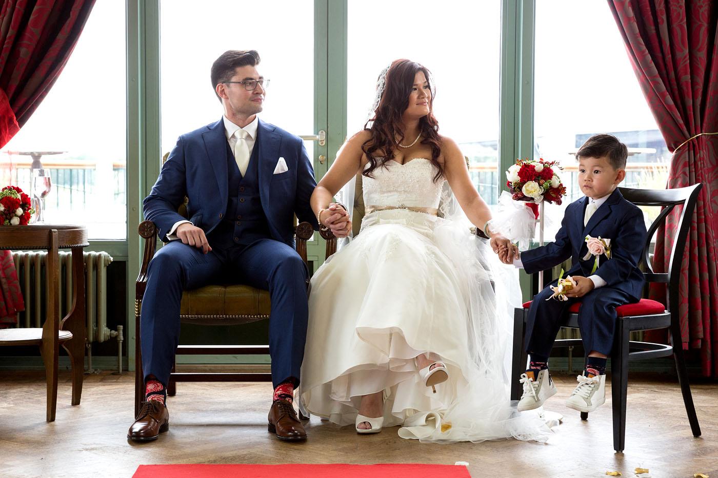 bruiloft-wedding-trouwen-fotograaf-chinees-bobhersbach-rotterdam-holdinghands